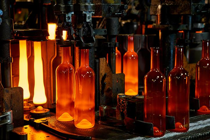 [Translate to Italian:] Glass production